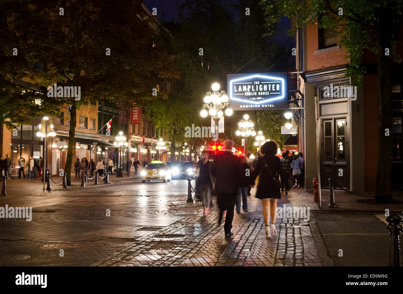 nightlife-on-the-streets-of-gastown-in-v